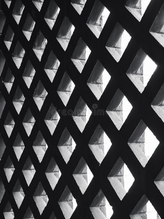 Detalhes da arquitetura da iluminação da máscara do teste padrão da parede do painel do cimento imagem de stock