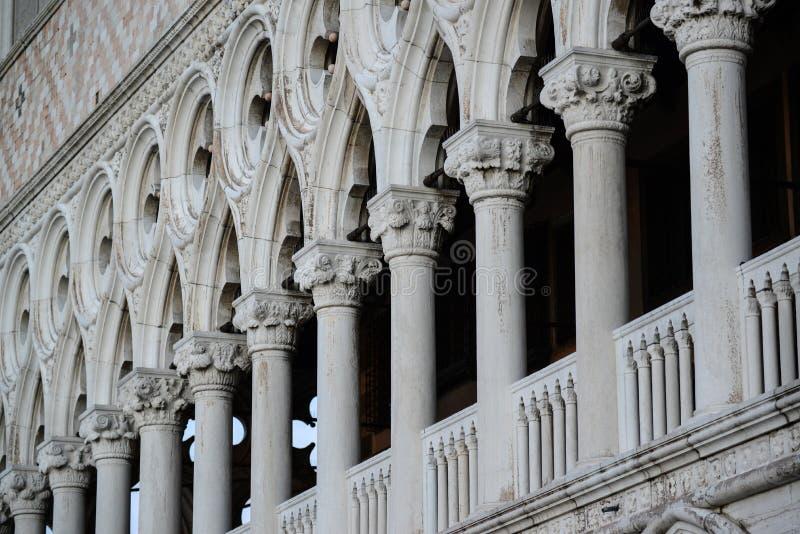 Detalhes da arquitetura perto de San Marco Piazza em Veneza Itália imagens de stock