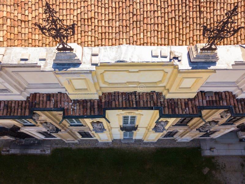 Detalhes da casa de campo de Arconati, das janelas da estátua e dos balcões Casa de campo Arconati, Castellazzo, Bollate, Milão,  fotos de stock royalty free