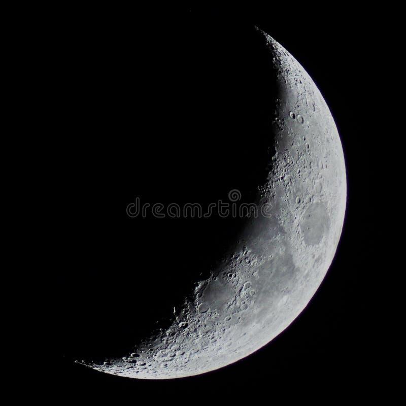 Detalhes da meia lua observando sobre o telescópio imagens de stock