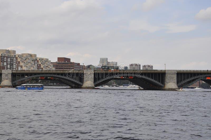 Detalhes da ponte de Longfellow sobre Charles River de Boston no estado de Massachusettes de EUA foto de stock