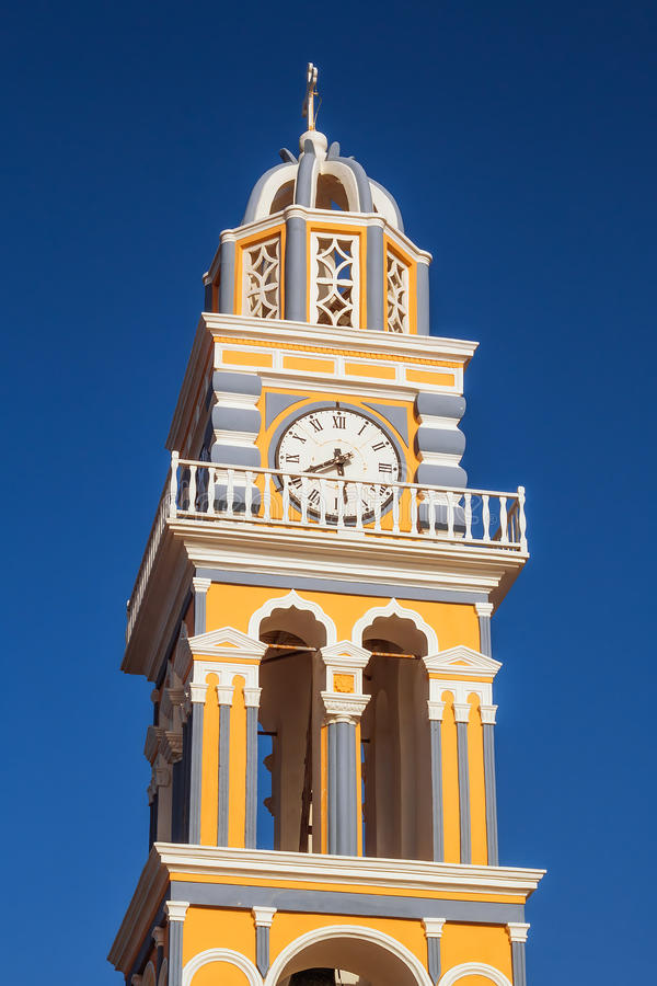 Detalhes da torre de Bell da catedral católica em Fira, Santorini imagem de stock royalty free
