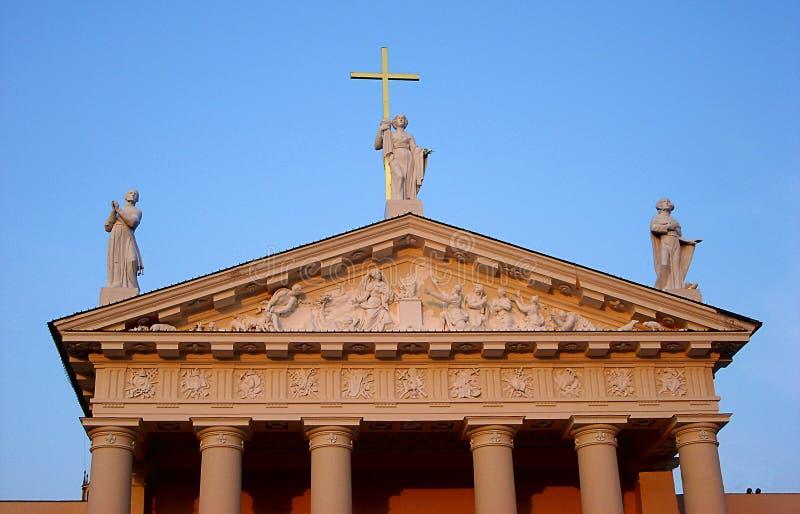Detalhes de basílica da catedral de St Stanislaus e de St Vladislav em Vilnius, Lituânia fotos de stock
