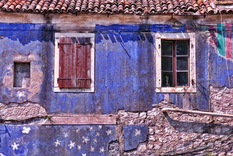 Download Casa de cortiço velha foto de stock. Imagem de vintage - 29834834