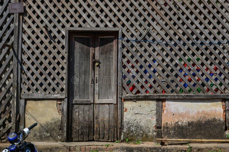 Detalhes de casa de madeira velha fotos de stock royalty free