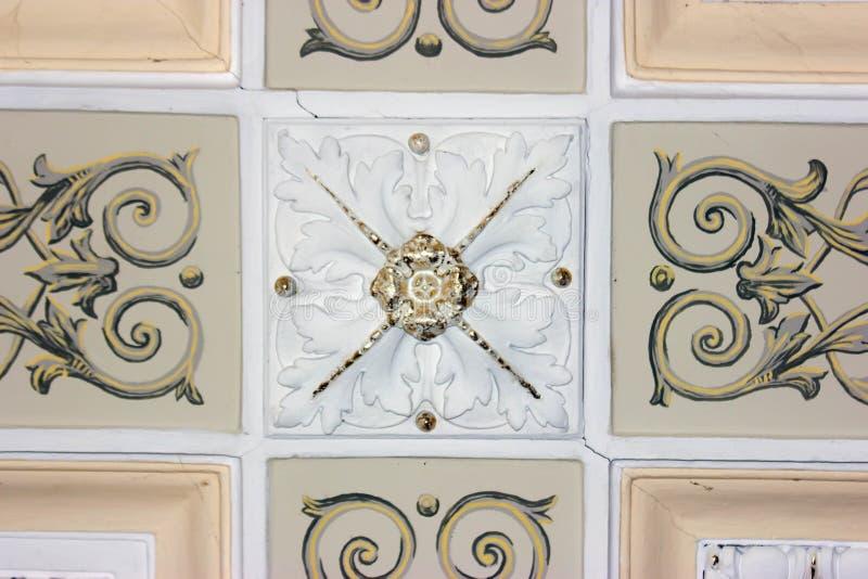 Detalhes de decoração do art nouveau da fachada em Tbilisi velho, Geórgia imagem de stock