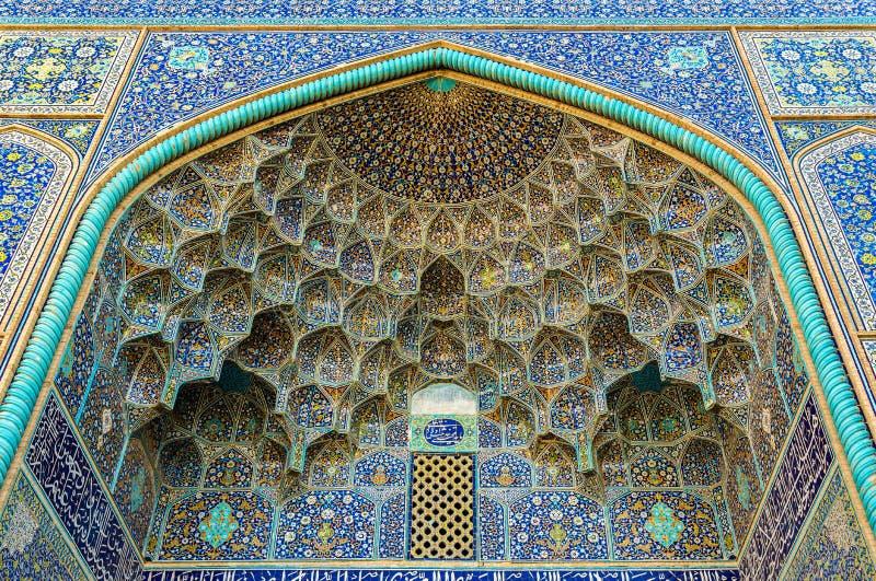 Detalhes de Sheikh Lotfollah Mosque em Isfahan imagens de stock royalty free