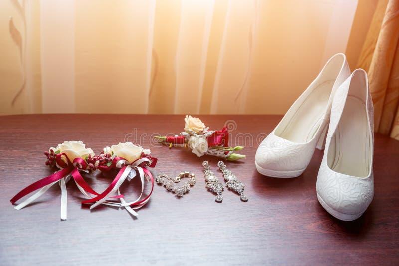 Detalhes do casamento Ramalhete e acessórios dos noivos fotos de stock royalty free