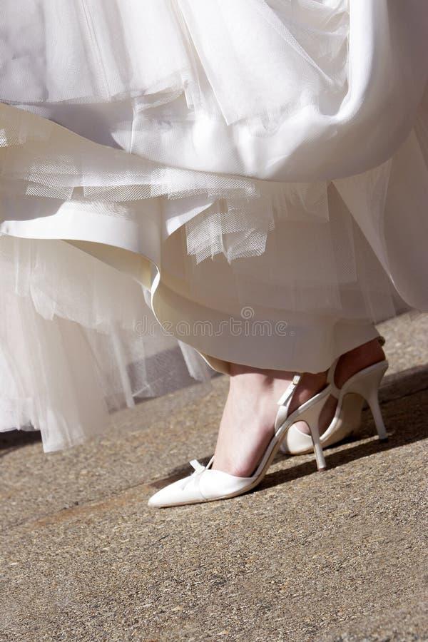 Detalhes do casamento - sapatas do salto elevado imagem de stock royalty free