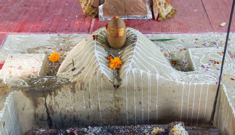 Detalhes do Dhuni após a cerimônia do fogo foto de stock