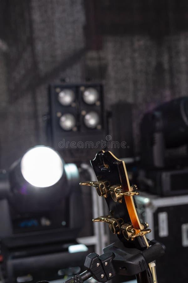 detalhes do guitarrista na fase fotografia de stock royalty free