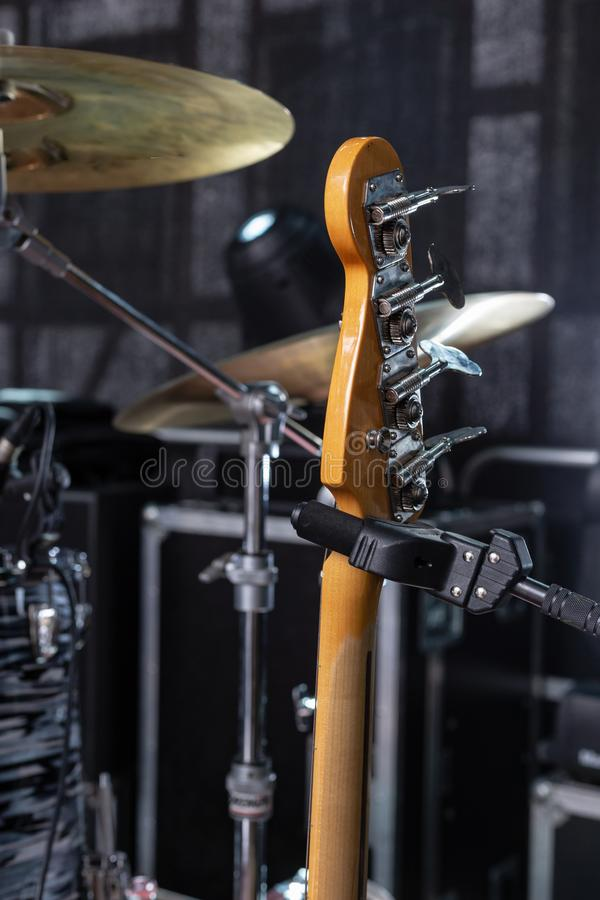 detalhes do guitarrista na fase foto de stock royalty free