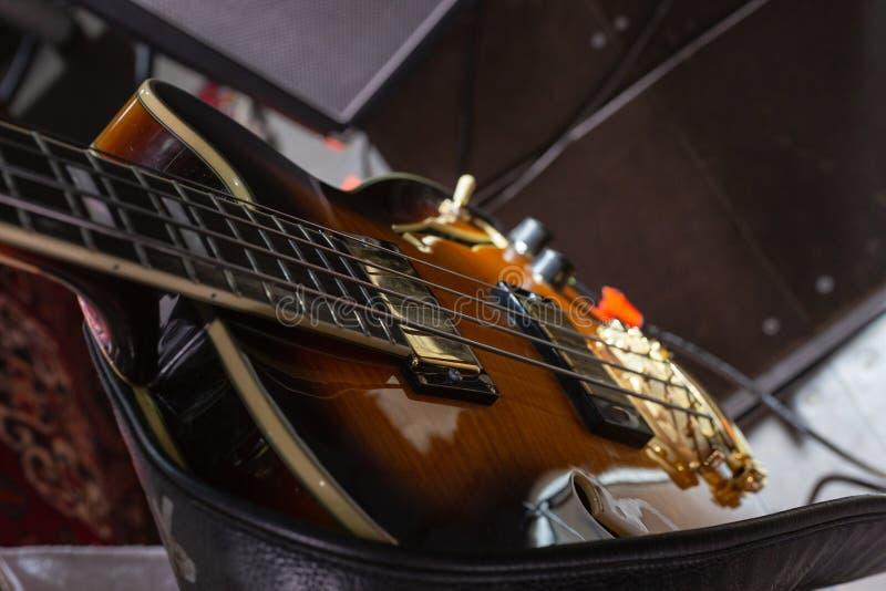 detalhes do guitarrista na fase fotografia de stock