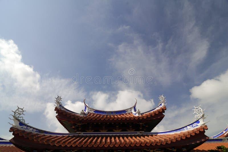 Detalhes do telhado de um templo chinês imagens de stock royalty free