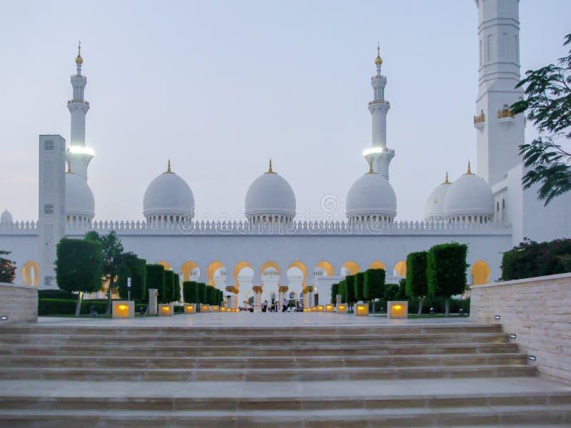 Detalhes e arquitetura bonitos de Abu Dhabi Sheik Zayed Mosque imagem de stock