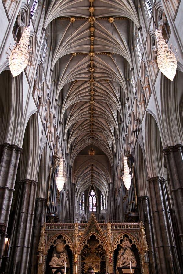 Detalhes góticos interiores da abadia de Westminster foto de stock
