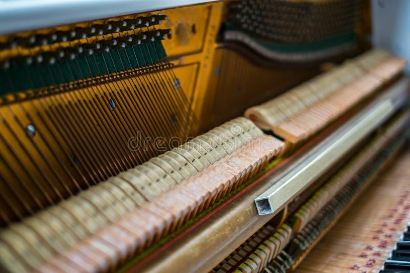 Detalhes para dentro do piano imagem de stock royalty free