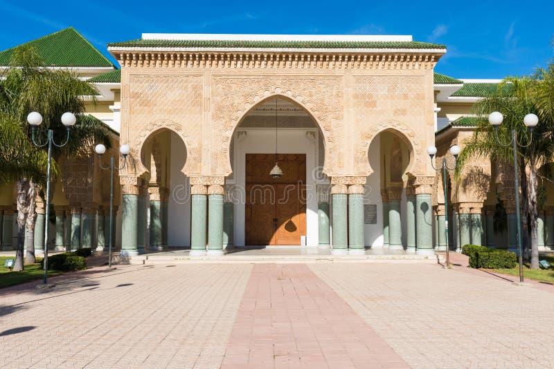 Detalhes tradicionais e típicos da arquitetura marroquina Mesquita em Kenitra, Marrocos, África fotografia de stock royalty free