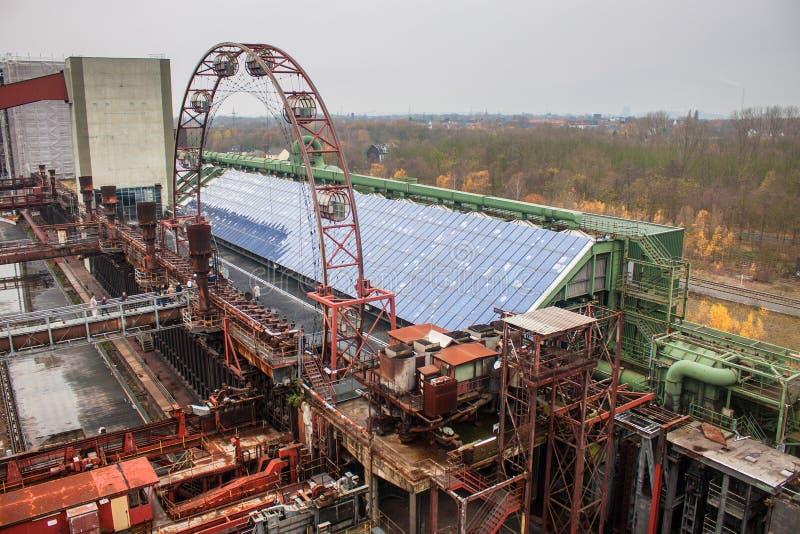 Detalj av att göra till kok växten på den Zeche Zollverein kolgruvan fotografering för bildbyråer