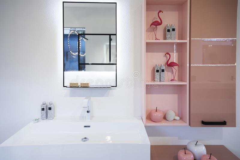 Detalj av badrumgarnering royaltyfri foto