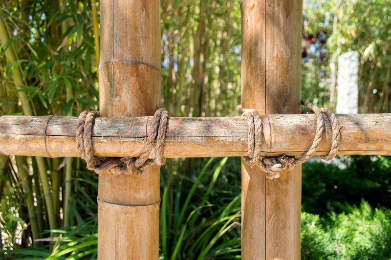 Detalj av bambustaketet royaltyfri foto