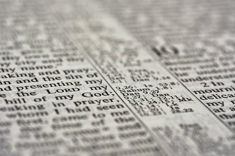 Detalj av bibeltext arkivbilder
