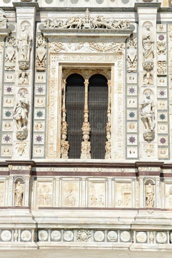 Detalj av Certosa på den Pavia den medeltida kyrkan och kloster royaltyfri bild