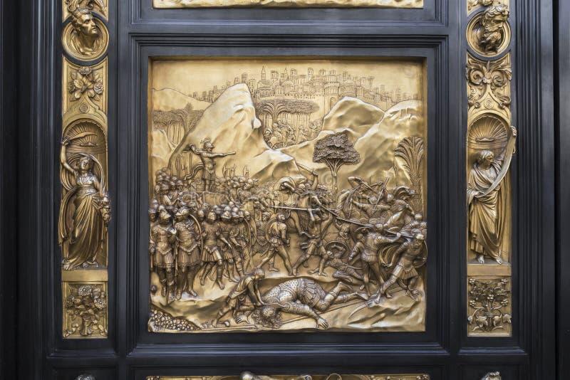 Detalj av dörren av den Paradise porten i baptisteryen av San Giovanni, Florence arkivbilder
