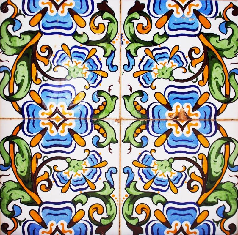 Detalj av de traditionella tegelplattorna från fasad av det gamla huset dekorativa tegelplattor Valencian traditionella tegelplat arkivfoton