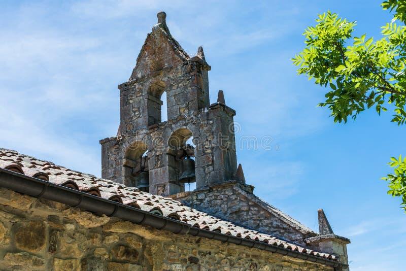 Detalj av den övergav kyrkliga klockan royaltyfria bilder