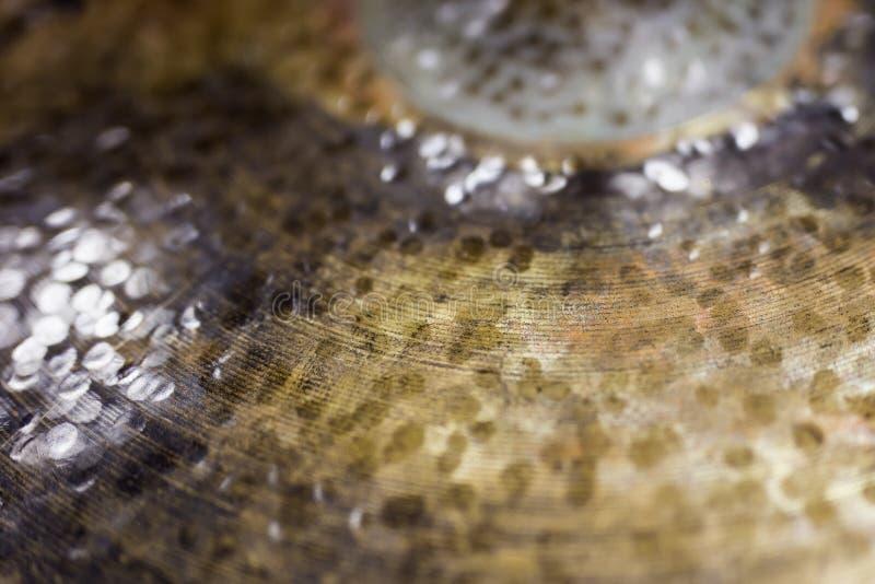 Detalj av den gamla cymbalen arkivbild