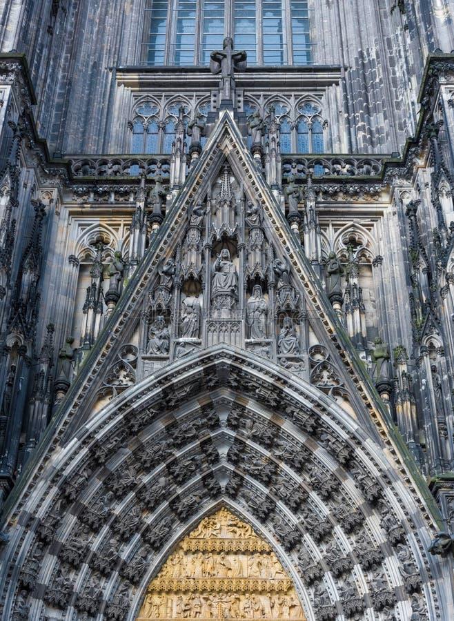 Detalj av den gotiska kupolen av den Cologne domkyrkan i Cologne arkivbilder