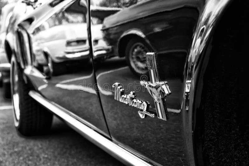 Detalj av (den svartvita) bilFord Mustang cabrioleten, royaltyfri fotografi