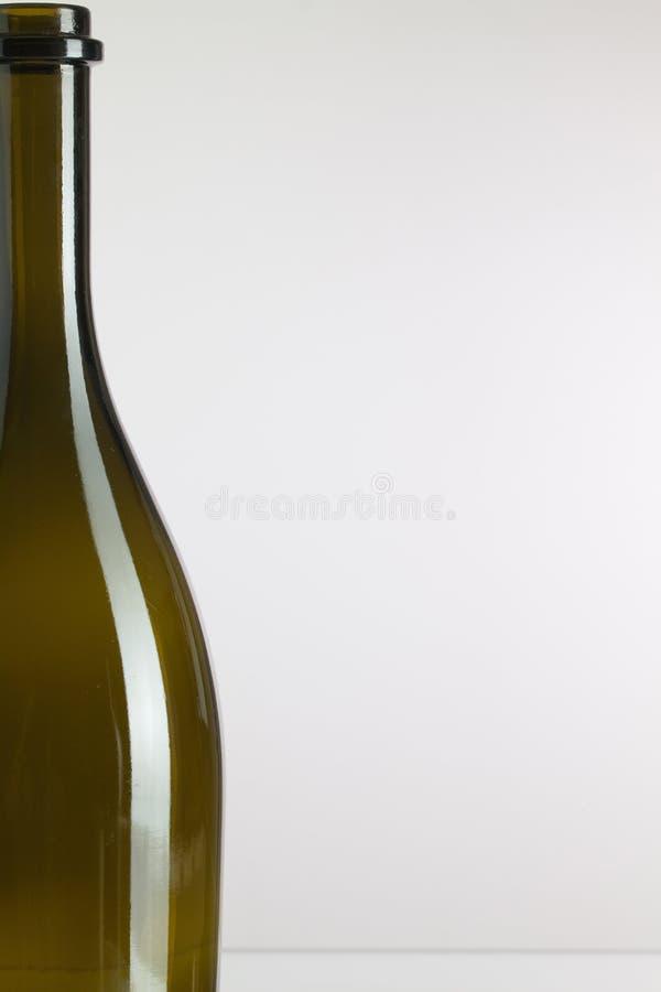 Detalj av den tomma vinflaskan arkivfoton