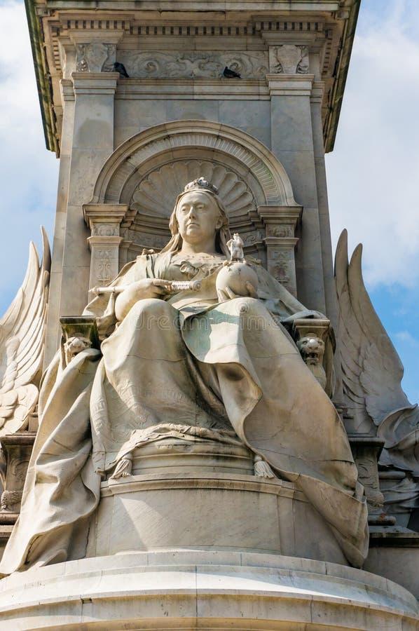 Detalj av den Victoria Memorial Central skulpturen, London royaltyfri bild