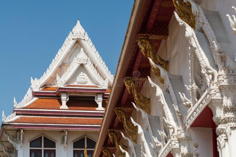 Detalj av det guld- Buddhatempelkomplexet i Bangkok, Thailand arkivfoton