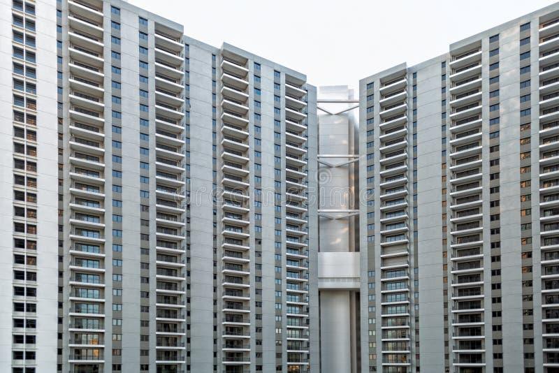 Detalj av det nya bostads- flerfamiljshuset arkivfoto
