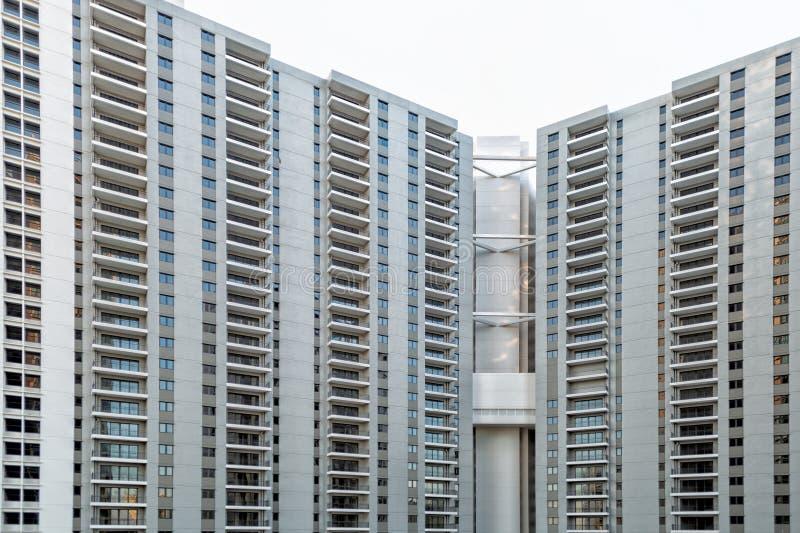 Detalj av det nya bostads- flerfamiljshuset arkivbild