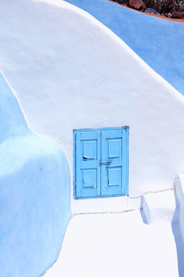 Detalj av det typiska blått- och vithuset i Oia, Santorini isl royaltyfria foton
