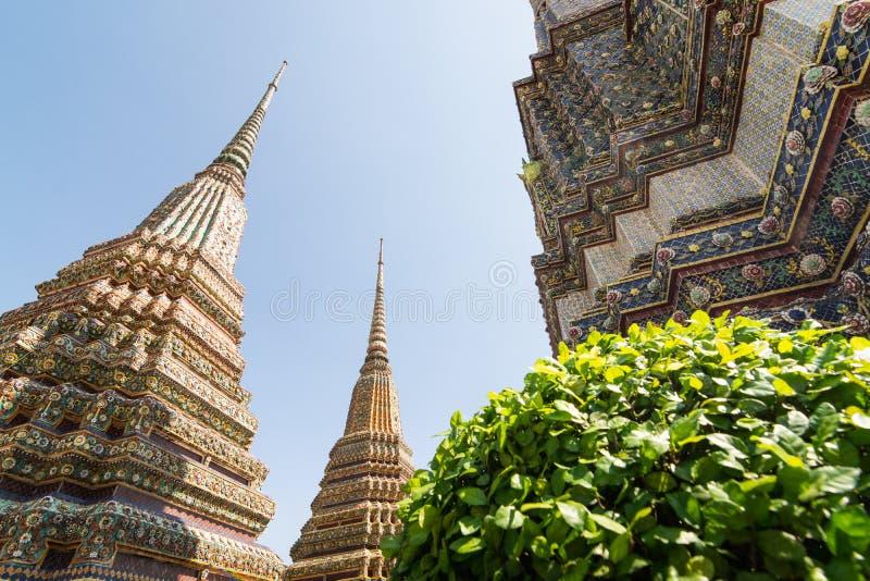 Detalj av det Wat Pho Reclining Buddha tempelkomplexet i Bangkok, Thailand royaltyfria bilder