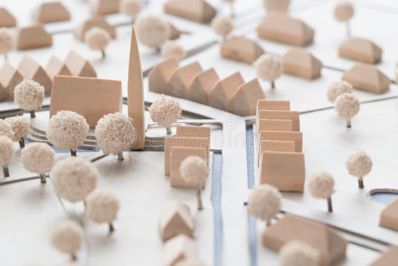 Detalj av en arkitektonisk modell av en by med kyrkan royaltyfri bild