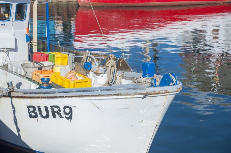 Detalj av en fiskebåt i hamnen av Burgstaaken arkivbild