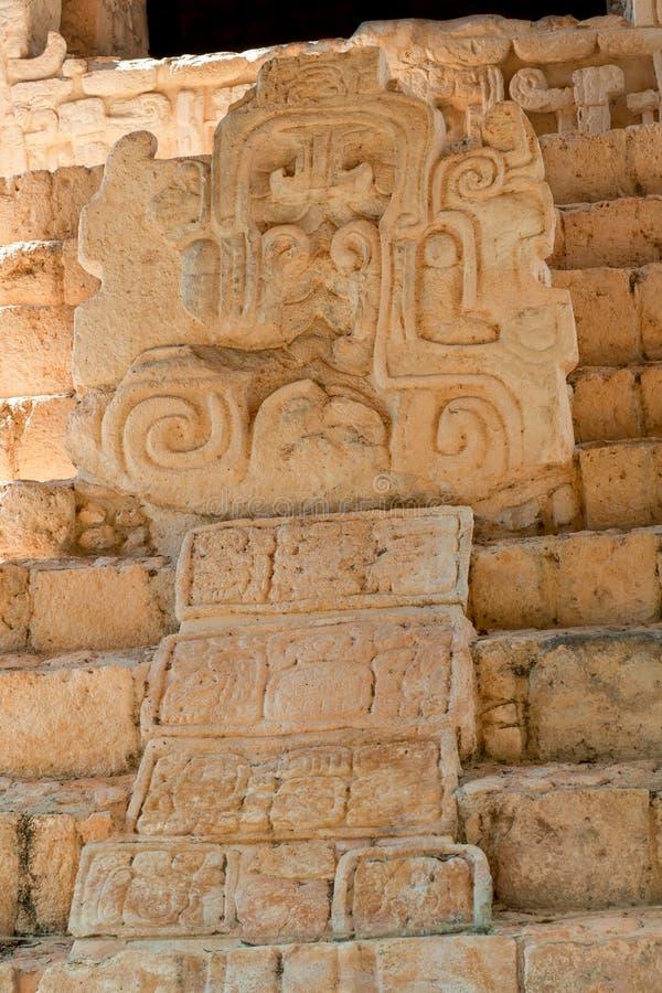 Detalj av en forntida Mayan skulptur, i det arkeologiska området av Ek Balam royaltyfri bild