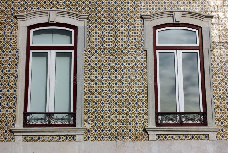 Download Detalj Av En Gammal Byggnad På Lisbon Fotografering för Bildbyråer - Bild av tegelplattor, härlig: 27286817