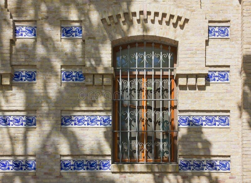 Detalj av en historisk byggnads yttersida i Valencia arkivfoto