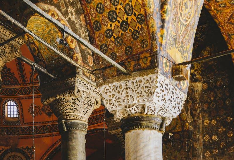 Detalj av en kolonn inom Hagia Sophia i Istanbul arkivbilder