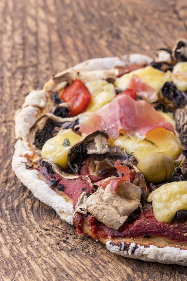Detalj av en pizza royaltyfria bilder