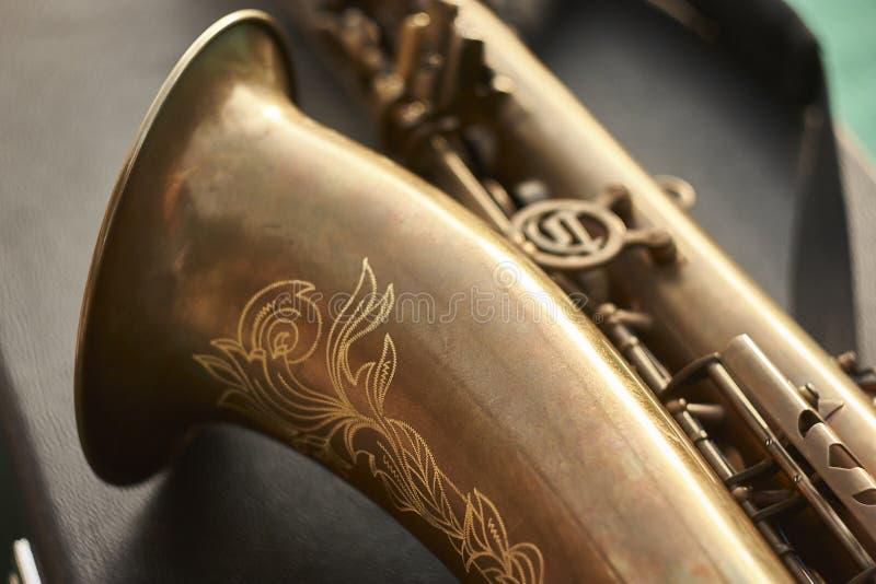 Detalj av en saxofon arkivbilder