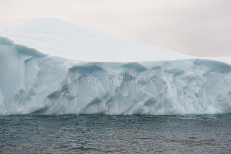 Detalj av ett isberg royaltyfria foton