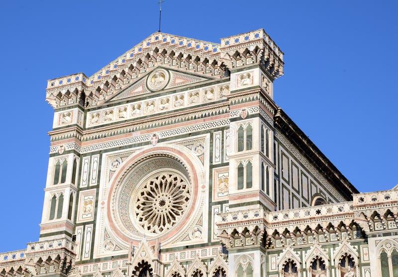 Detalj av fasaden av domkyrkan av duomoen av Florence royaltyfri foto
